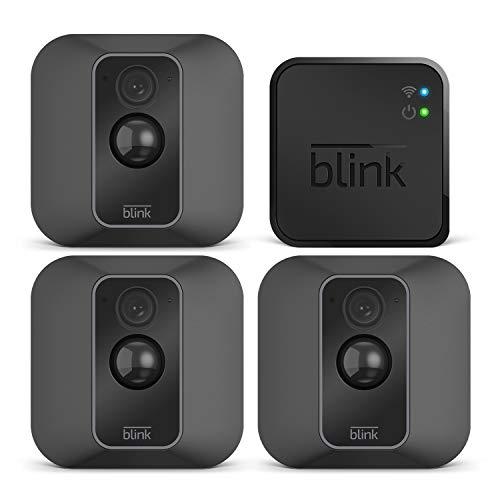 Blink XT2 – Smarte Sicherheitskamera | Für den Außen- und Innenbereich mit Cloud-Speicher, Zwei-Wege-Audio und 2-jähriger Batterielaufzeit | System mit drei Kameras