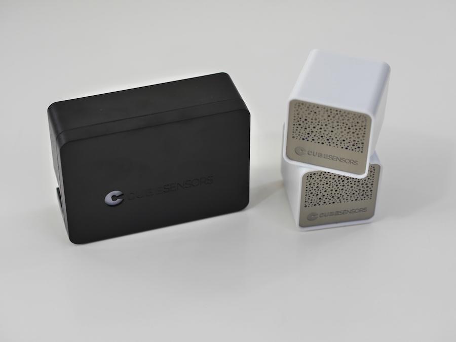 """Zwei Cubesensors und die Steuerungseinheit """"Base Station""""."""