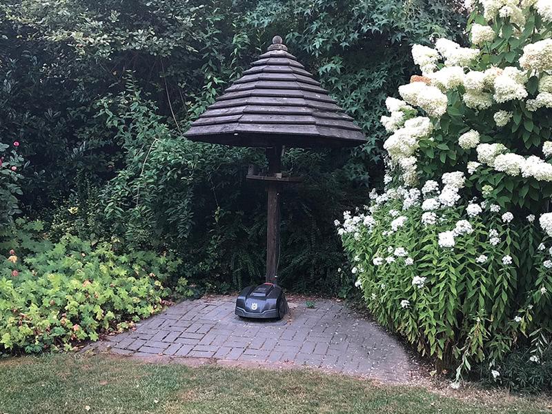 Garage / Dach für Rasenroboter