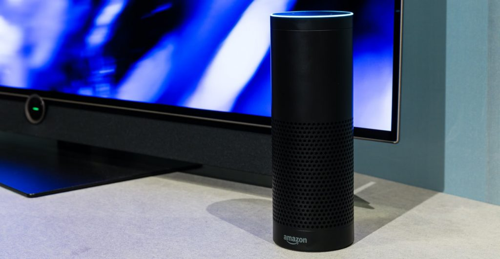 Fernseher mit Alexa-Sprachbefehlen bedienen