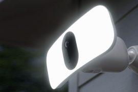 Überwachungskamera mit Flutlicht