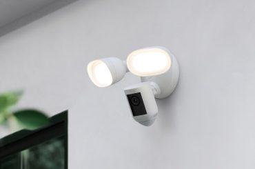 Outdoor-Überwachungskamera mit Flutlicht