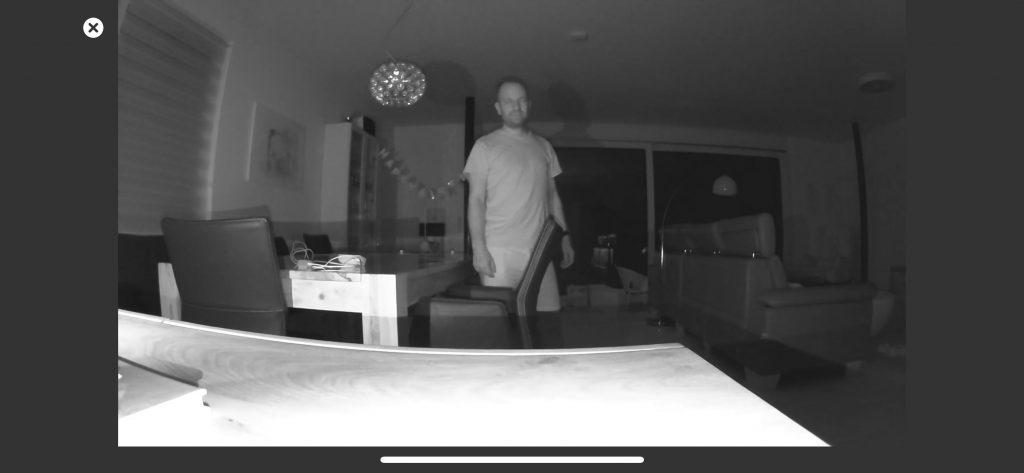 Arlo Essential Indoor Cam: Testbild in der Nacht
