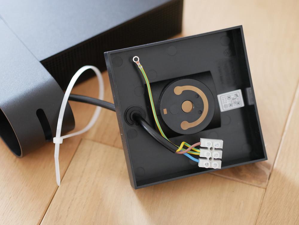 Stromanschluss der Netatmo Smarte Überwachungskamera Außen